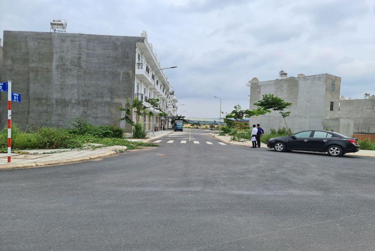 Tiến độ xây dựng tháng tại Queen Home An Phú